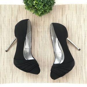 Qupid Round Toe Metallic Heel Stiletto Pumps